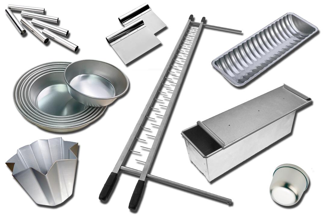 Equipment: cannoncini, raschietti, assi gira panettoni, stampi gazzella, stampi pancarrè, stampi pandoro, stampi tortiera