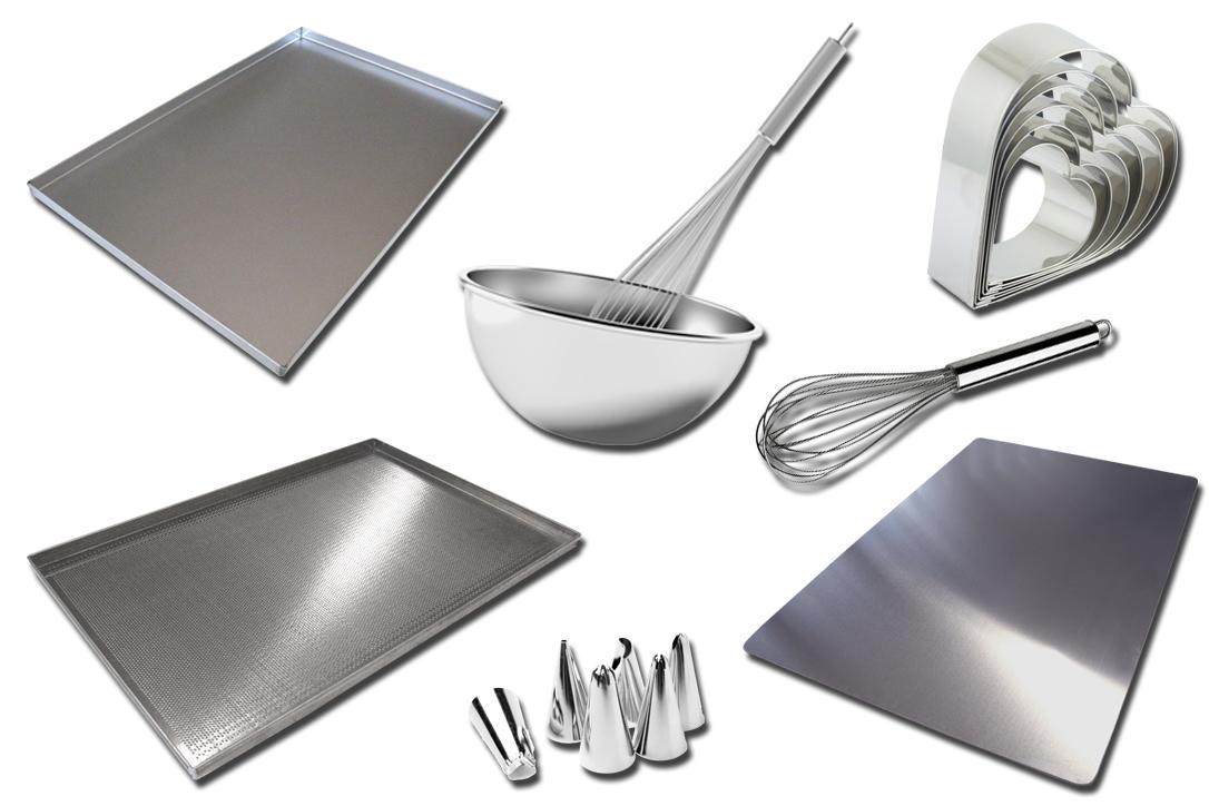 Equipment: teglie, tavolette, teglie forate, beccucci, frusta, bastardella, tranci cuore